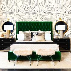 That amazing wall! I love bold walls. There are so many options and creative people pushing the limits on walls! I'm obsessed with wallpaper vinyl stencils and even hand painted or sharpied walls! This gorgeous look comes from @highfashionhome !! #lpswoons