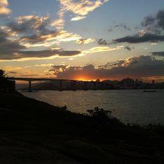 Pousada do Farol (http://www.pousadasvilavelha.com.br/farol/) / Rua Fernando Lindenberg, 10 - Praia da Costa - Vila Velha, ES / Melhor lugar de VV para ver o nascer ou por do sol. Por @geekgirl84