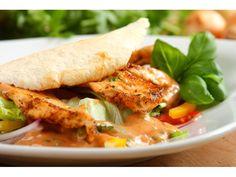 Kurczaka pokrój w cienkie paski, zamarynuj w Przyprawie do kurczaka Knorr przez 2 godziny i usmaż...