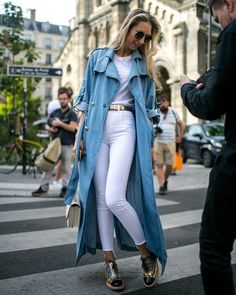 Street style at Paris Haute Couture Week Fall Summer white with long denim coat Autumn Street Style, Street Style Looks, Cool Street Fashion, Street Chic, Fashion Mode, Fashion Outfits, Fashionable Outfits, Modern Outfits, Hijab Fashion