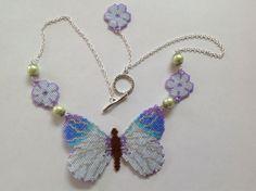Collier papillon et fleur bleus, tissage en brick avec perles Miyuki delicas 11/0