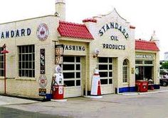 .A beautiful Standard oil station. There is an abandoned one of these in Vienna, IL.