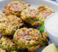 Oven Baked Zucchini And Feta Cakes (Fritters) – so light, simple to make and very addictive. Today's recipe features two of my favorite ing. My Favorite Food, Favorite Recipes, Appetizer Recipes, Appetizers, Bake Zucchini, Zucchini Fritters, Spinach And Cheese, Oven Baked, Salmon Burgers