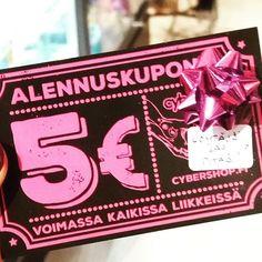 Tämä ja toinenkin 5€ alekuponki on piilotettuna liikkeeseemme. Eli siis KAKSI onnellista saa tänään omakseen kyseiset piilotetut kupongit. Kuka löytää??✌ #cybershopmatkus #cybershopkuopio #kuopio #matkusshoppingcenter #cyber #piilotettujoulukalenteri #joulukalenteri #luukku3 #mysteerijoulukalenteri