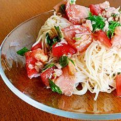 「トマトとツナの冷製パスタ風そうめん」夏になると登場回数が多くなるそうめん。たまには変わった食べ方をしてみるのもいいですよね。【楽天レシピ】
