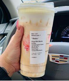 Cold Starbucks Drinks, Bebidas Do Starbucks, Iced Coffee Drinks, Healthy Starbucks, Coffee Drink Recipes, Starbucks Coffee, Starbucks Hacks, Starbucks Secret Menu Drinks, How To Order Starbucks