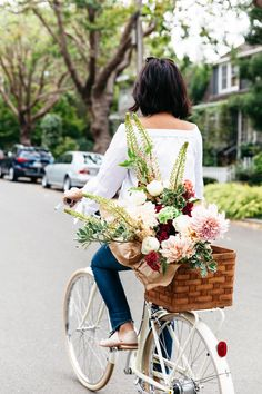 flowers on bike, bike around town, bike photoshoot, street style, pretty flower bouquet Fresh Flowers, Beautiful Flowers, Beautiful Scenery, Gift Flowers, Summer Flowers, No Rain, Spring Has Sprung, Summer Accessories, Gerbera