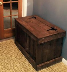 DIY Pallet Storage Chest | 101 Pallets