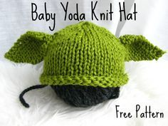 Free Bab Yoda Knit Hat pattern These baby hat knitting patterns are so cute for your new little one! Get the FREE knitting patterns right here at The Lavender Chair! Knitting For Kids, Loom Knitting, Free Knitting, Knitting Projects, Knitting Toys, Knitting Tutorials, Knitting Videos, Knitting For Beginners, Crochet Gratis
