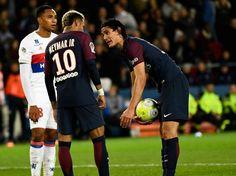 Neymar y Cavani, choque de trenes