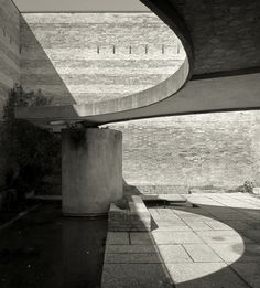 _Sculpture Garden _Carlo Scarpa... What makes this beautiful is the concrete and the shadowing effect while the sun moves across the sky..Thus changing the mood of the enclosed space and the dynamic of design...AJ