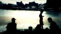 """still frame de """"Quantos gritos cabem no silêncio dessa cidade?"""""""