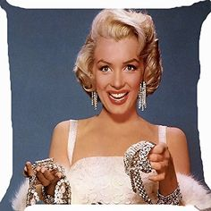 Marilyn Monroe (June 1926 – August born Norma Jeane Mortenson , but baptized Norma Jeane Baker , was an Amer. Marilyn Monroe Diamonds, Fotos Marilyn Monroe, Marilyn Monroe Wallpaper, Marilyn Monroe Wedding, Jane Russell, Classic Hollywood, Old Hollywood, Hollywood Glamour, Hollywood Jewelry
