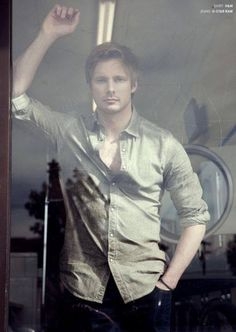 Oh my goodness if was looking at me through a window like that I would probably…...faint