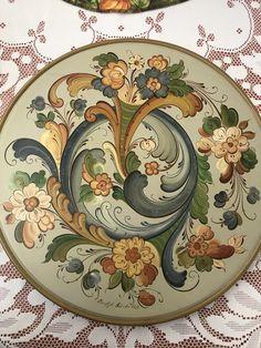 Folk Art Flowers, Flower Art, Rosemaling Pattern, Bohemian Christmas, Norwegian Rosemaling, Scandinavian Folk Art, Minecraft Crafts, Cross Stitch Art, Vintage Stamps