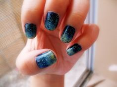 Gorgeous mani... Almost reminds us of galaxy prints! xx