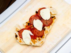 Pizza Alla Diavola - pepperonipizza på grillen Pizza, Pepperoni, Pancakes, Mozzarella, Breakfast, Recipes, Food, Pai, Morning Coffee