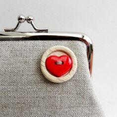 such a good idea! Need to add cute buttons to old purses to make them new again :)