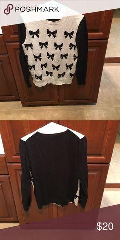 J crew bow sweater Adorable j crew bow sweater size s J. Crew Sweaters Crew & Scoop Necks
