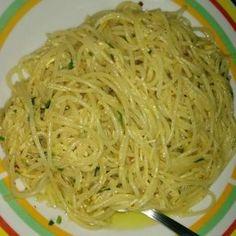 Aprenda a preparar a receita de Macarrão ao alho e óleo simples