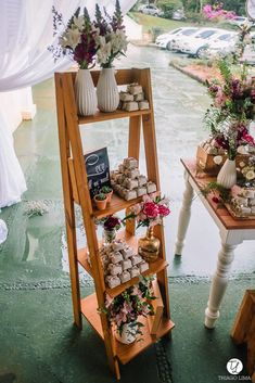Boho wedding decoration without candy table is possible Pallet Wedding, Wedding Table, Diy Wedding, Wedding Ideas, Wedding Decorations On A Budget, Flower Decorations, Simple Weddings, Romantic Weddings, Bird Birthday Parties