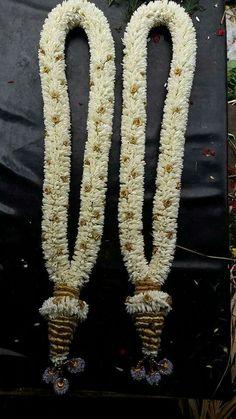 Trendy Ideas For Indian Bridal Bouquet Floral Design Indian Wedding Flowers, Flower Garland Wedding, Flower Garlands, Flower Decorations, Indian Bridal, Wedding Garlands, Indian Baby, Wedding Hall Decorations, Marriage Decoration