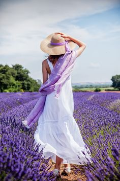 ᏝᏗ βαᏕʈįɖᏋ ∂є ᙢαŋᎧŋ (Patricia and Lavender in Italy by Marco Ravenna)