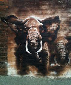 Mural de elefantes en estampida pintado en Toronto (Canadá) en 2010. Esta maravilla la pintaron los artistas Logan Miller y Viviana Astudillo
