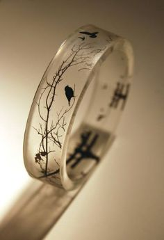 Awesome ring.... Love ravens and branches and this ring