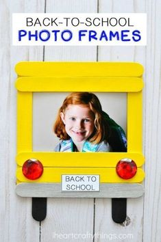 Cherish first day of school memories with this darling DIY back-to-school photo frame. Fun back-to-school crafts for kids and back-to-school activities. Craft DIY Back-to-School Photo Frame School Photo Frames, School Frame, School Photos, First Day Of School Activities, 1st Day Of School, Sunday School Crafts, Classroom Crafts, Preschool Activities, Classroom Ideas