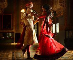 Paartänze sind in Assuran nicht üblich. Eher tanzt einer für den anderen.