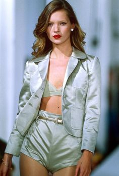 Kate Moss has left Storm Models, the agency that discovered her aged 14 - kate moss catwalk 1994 retro - Fashion Kids, Look Fashion, 90s Fashion, Runway Fashion, Fashion Models, High Fashion, Vintage Fashion, Fashion Outfits, Womens Fashion