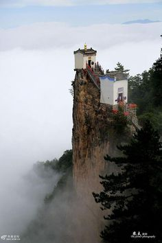 Cliff Temple: Overlooking an altitude of 1666 meters, Tayunshan Temple is perched at the top of the steep cliffs in NW China's Shaanxi. via TW by People's Daily,China @PDChina