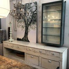 Tra classico e moderno: la vetrinetta per la casa contemporanea. https://www.homify.it/librodelleidee/86865/tra-classico-e-moderno-la-vetrinetta-per-la-casa-contemporanea