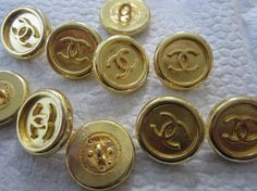 CC logo CHANEL buttons