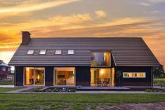 Schuurwoning De Wijk - Small Modern House Plans, Modern Farmhouse Plans, Cottage Style House Plans, Cottage Plan, House Cladding, Facade House, Barn House Design, Long House, Swedish House