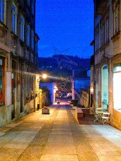 Boa noite :D Quando a noite cai na rua 25 de Abril em Arcos de #Valdevez - http://ift.tt/1MZR1pw -