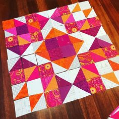 Aurora Quilt made by pattern by Tied with a Ribbon Star Quilts, Quilt Blocks, Triangle Quilts, Medallion Quilt, Pink Quilts, Lightbulb, Quilt Making, Paper Piecing, Aurora