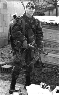 French legionnaire from 2ème REP (Régiment Etranger de Parachutistes) with an AK74, probably during a weapon revorery operation in Kosovo.