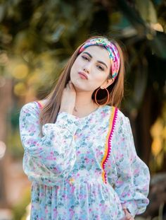 Women Hairstyles For Round Faces .Women Hairstyles For Round Faces Stylish Dresses For Girls, Stylish Girl Images, Stylish Girl Pic, Casual Dresses, Fashion Dresses, Simple Pakistani Dresses, Pakistani Dress Design, Fancy Wedding Dresses, Feathered Hairstyles