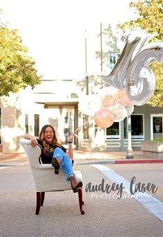 Sweet Sixteen Photoshoot in Downtown Main Street w/balloons. Unique & Fun ideas for any Birthday Celebration or even Senior Pictures. Balloons Photography, Photo Balloons, Birthday Photography, Party Photography, Photography Poses, Sweet Sixteen Pictures, Sweet 16 Photos, Sweet 16 Birthday, 16th Birthday