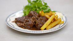 Varkenswangen met kriekbier en peperkoek Belgium Food, Meat Love, Western Food, Meat Chickens, Group Meals, What To Cook, Slow Cooker, Good Food, Food And Drink