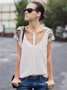 Some spring trends are easy to wear, while some can be a little bit tricky. Perfect your fashion style with these tips on how to rock risky spring trends. Fashion Details, Fashion Tips, Fashion Design, Fashion Trends, Mode Top, Popular Outfits, Ideias Fashion, Style Me, Street Style