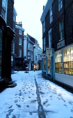 Snowy Streets.. York, England | Flickr - Photo by eaquaelegit