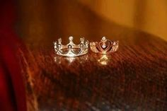 cool idea.....  King  Queen of their new life together. :}