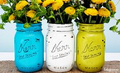Mason jar crafts are infinite. Mason jars are usually used for decorators, wedding gifts, gardening ideas, storage and other creative crafts. Here are some Awesome DIY Mason Jar Crafts & Projects that can help you reuse old Mason Jars for decoration Uses For Mason Jars, Pot Mason Diy, Mason Jar Crafts, Diy Projects To Try, Craft Projects, Pallet Projects, Diy Vintage, Vintage Jars, Painted Mason Jars