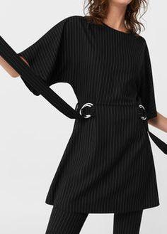 Платье с декоративными пряжками