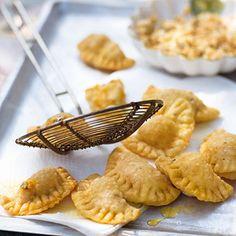 Frittierte Kräuter-Käse-Täschchen