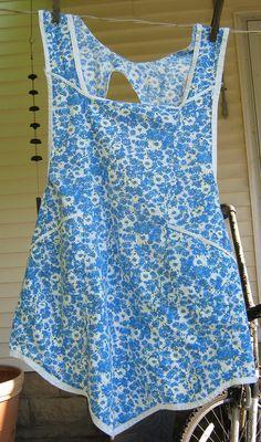 Vintage Cobbler Apron Blue Daisy Floral by LavenderGardenCottag