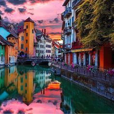 """tourtheplanet: """"Sunset over Annecy France #TourThePlanet Photography by @ilhan1077"""""""